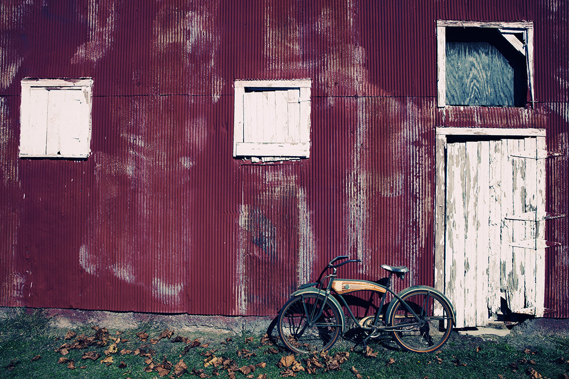 bike-against-barn