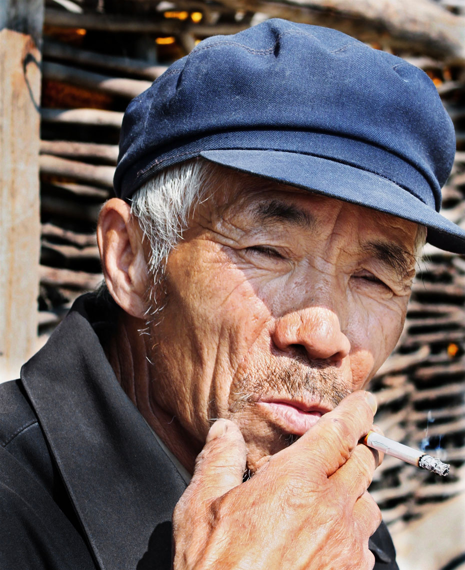chinese-smoking-man.jpg