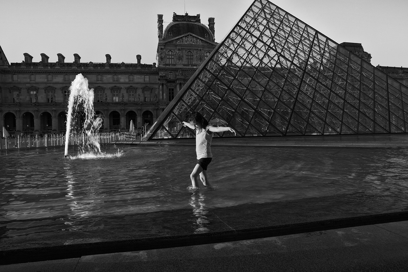 louvre-wading